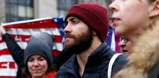 Jake Gyllenhaal Turut Mendukung Gerakan Women's March