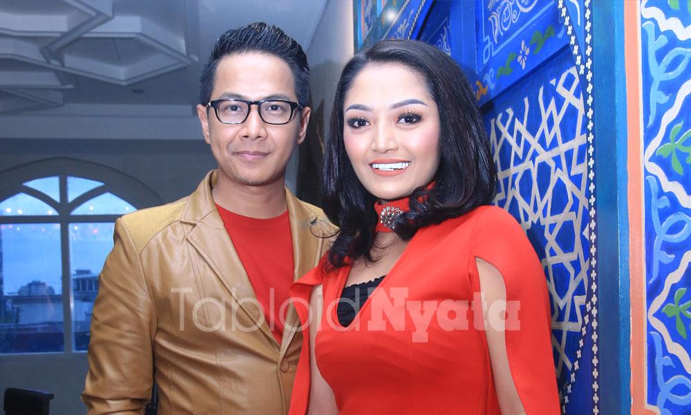 Siti Badriah tersipu malu