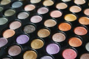 makeup yang harus dimiliki pemula