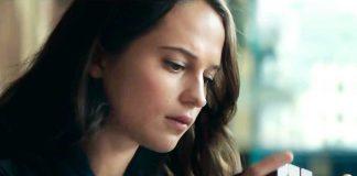 Alicia Vikander sebagai Lara Croft