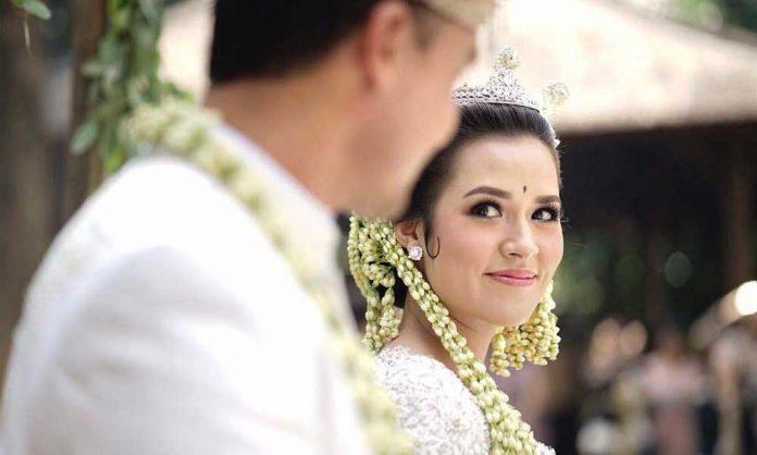Foto Pernikahan Raisa-Hamish