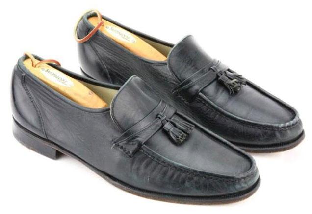 sepatu-michael-jackson dilelang