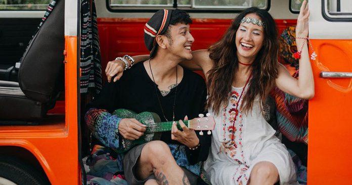Dimas Anggara dan Nadine Chandrawinata tunangan