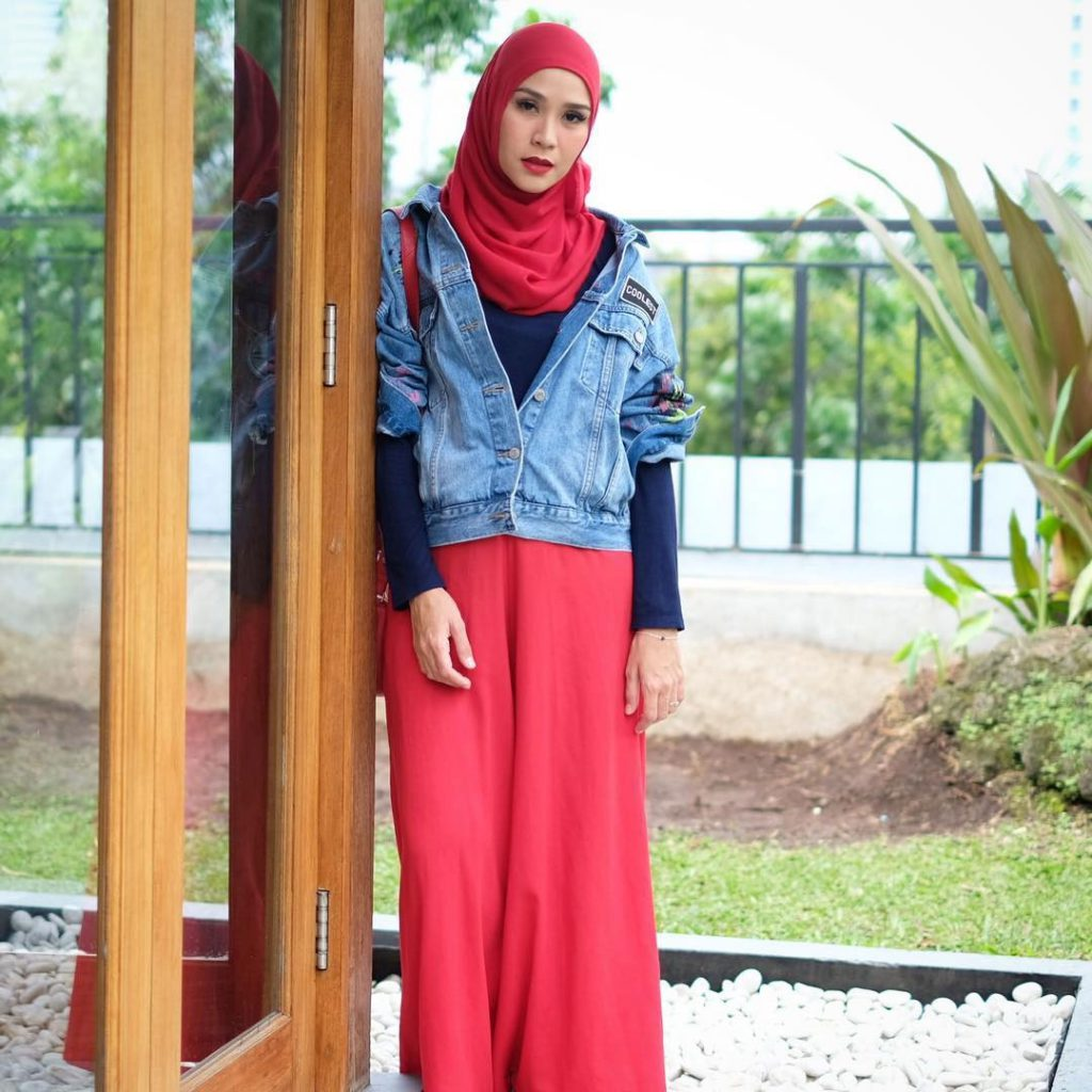 warna-hijab-untuk-lebaran-merah