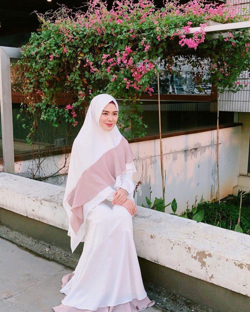 warna-hijab-untuk-lebaran-putih