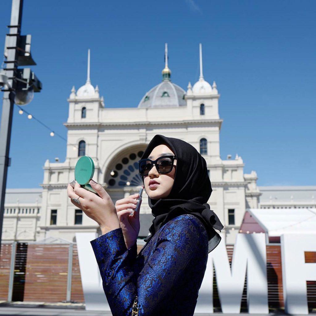 warna-hijab-untuk-lebaran-gelap