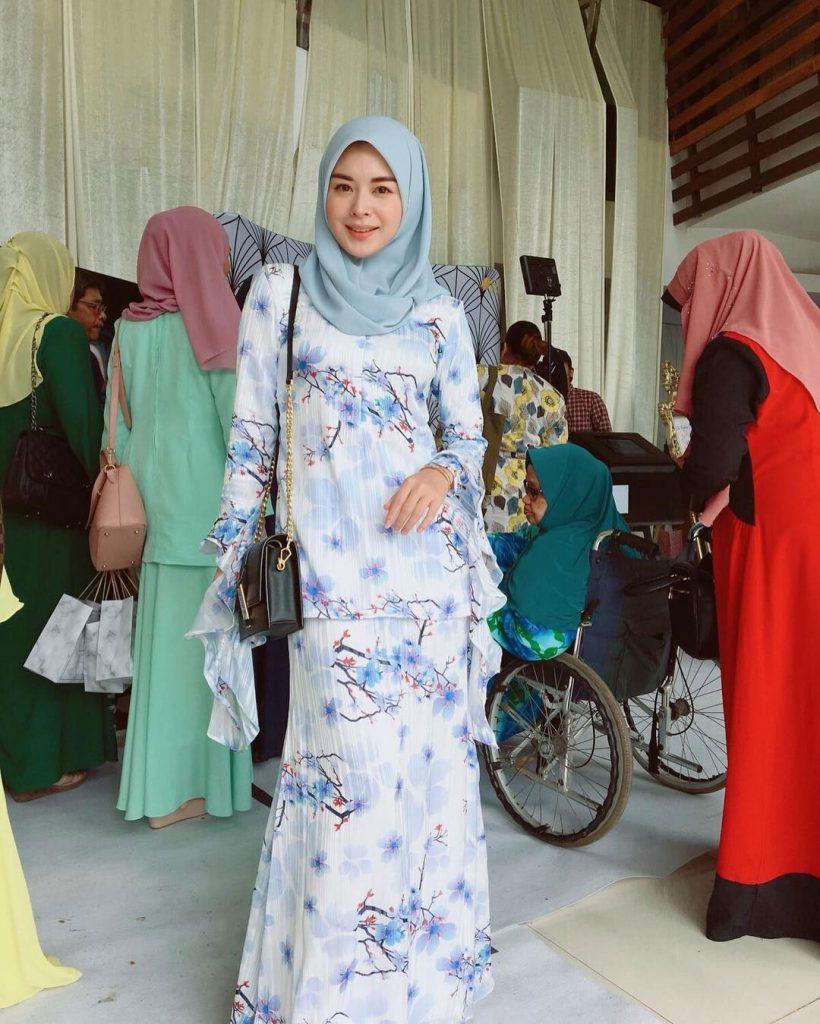 warna-hijab-untuk-lebaran-biru