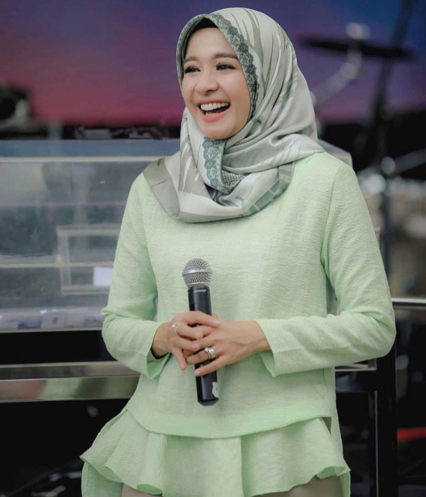 warna-hijab-untuk-lebaran-hijau