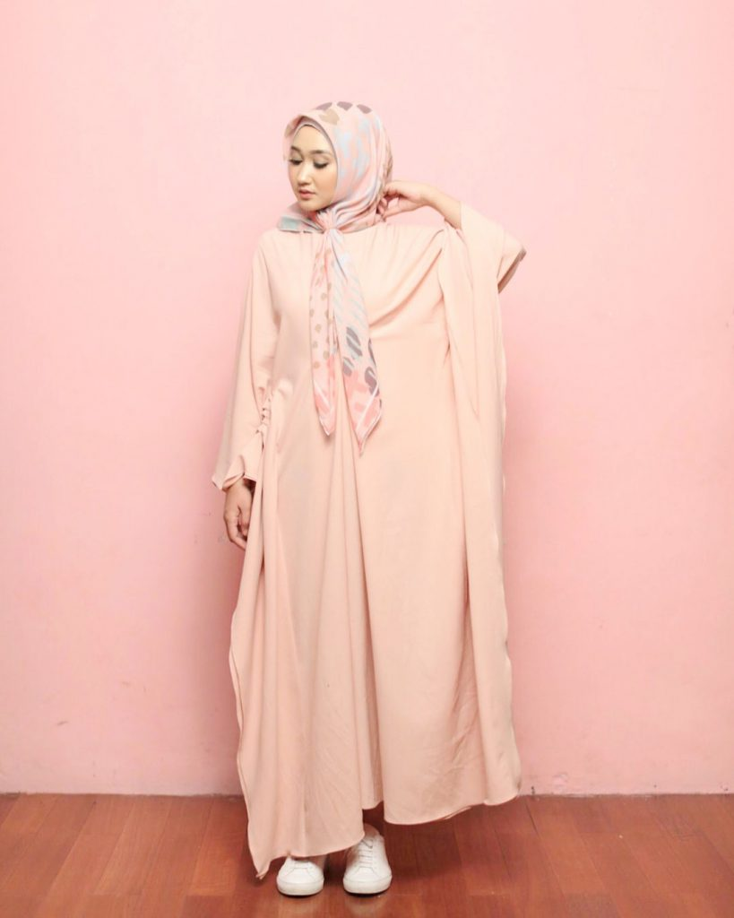 warna-hijab-untuk-lebaran-pink