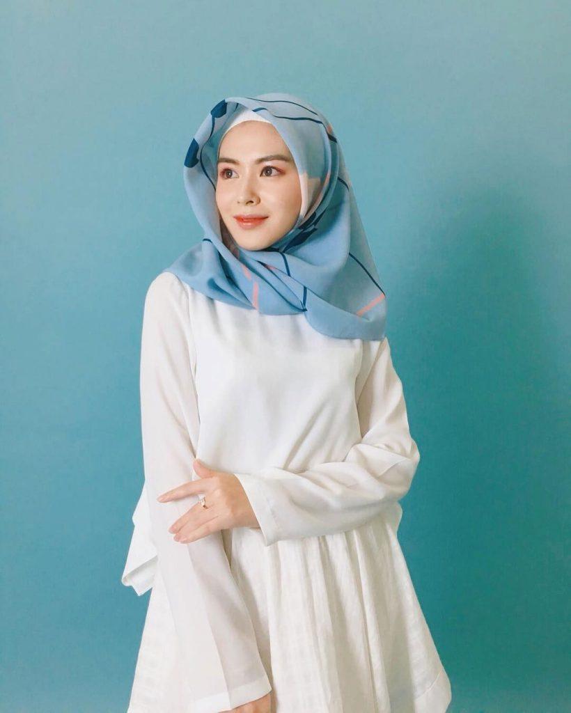 warna-hijab-untuk-lebaran biru