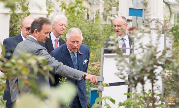 Pangeran charles di kew Garden