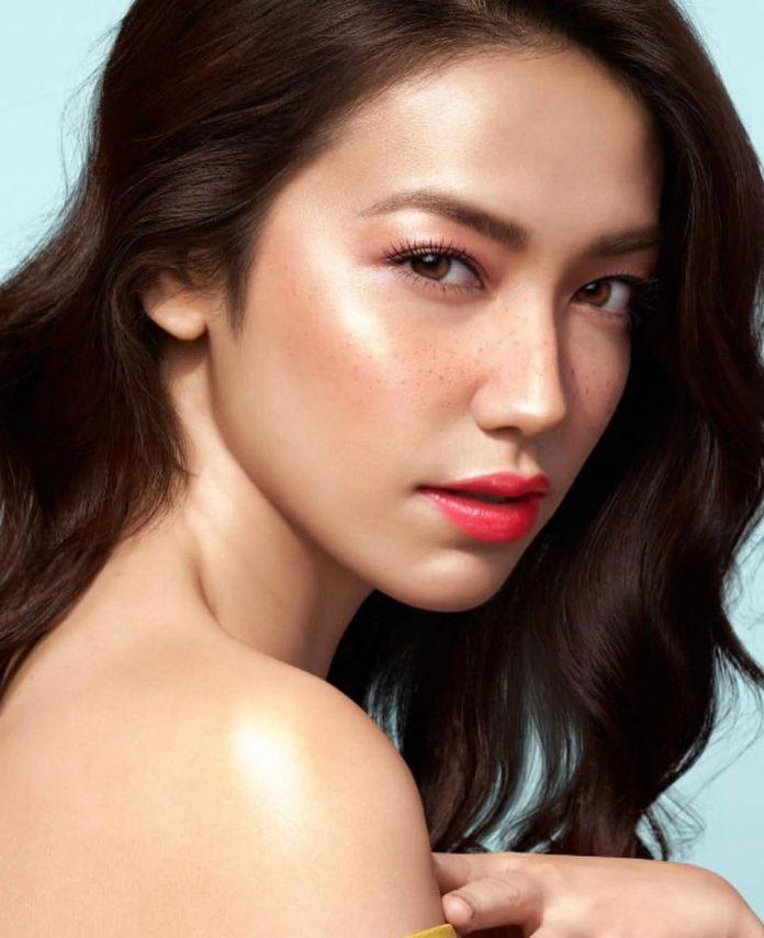 velove-vexia freckles makeup