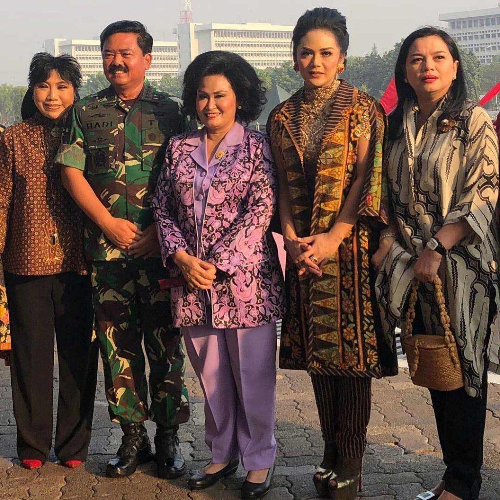 baju-batik-krisdayanti