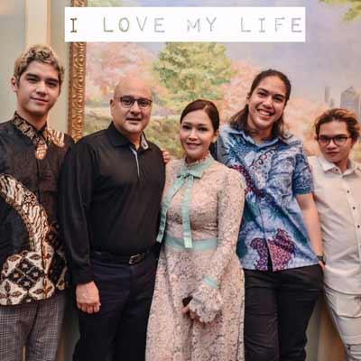maia-foto-satu-keluarga