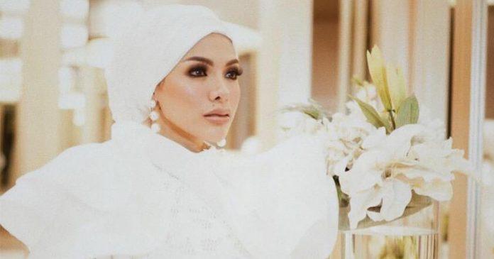 nikita-mirzani-lepas-hijab-2
