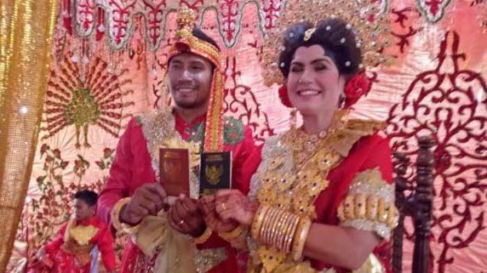 Cewek bule dan cowok Indonesia