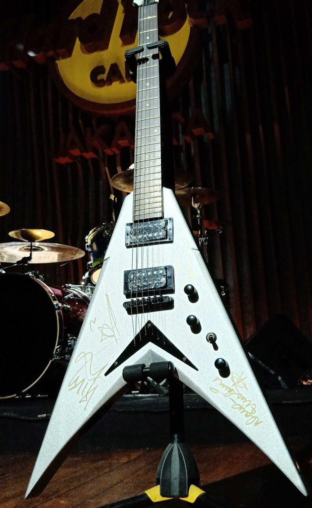 lelang-gitar-megadeth
