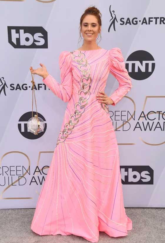 gaun-teraneh-di-sag-awards-2019 kate nash