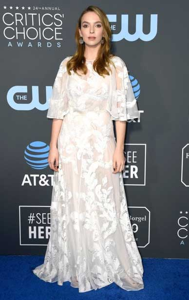 gaun-terbaik-critic's-choice awards 2019 jodi comer