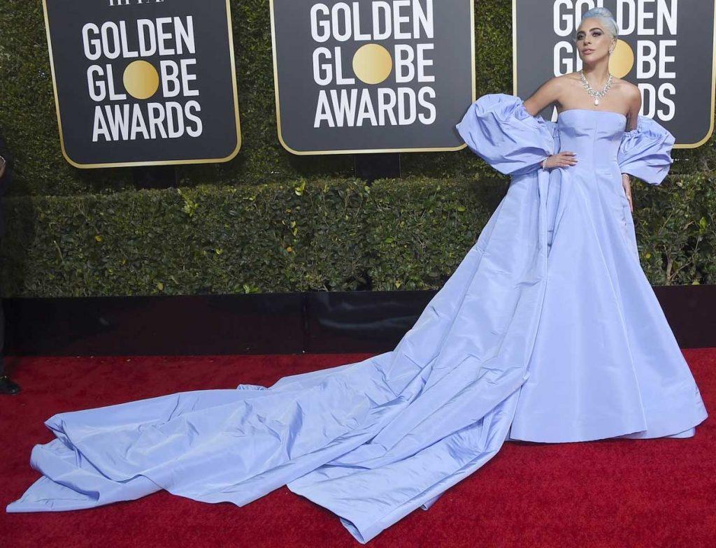 gaun-terbaik-golden-globe-2018 lady gaga