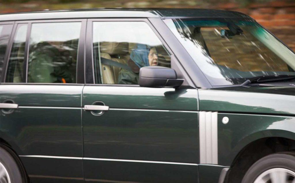 ratu-elizabeth-menyetir-sendiri 1