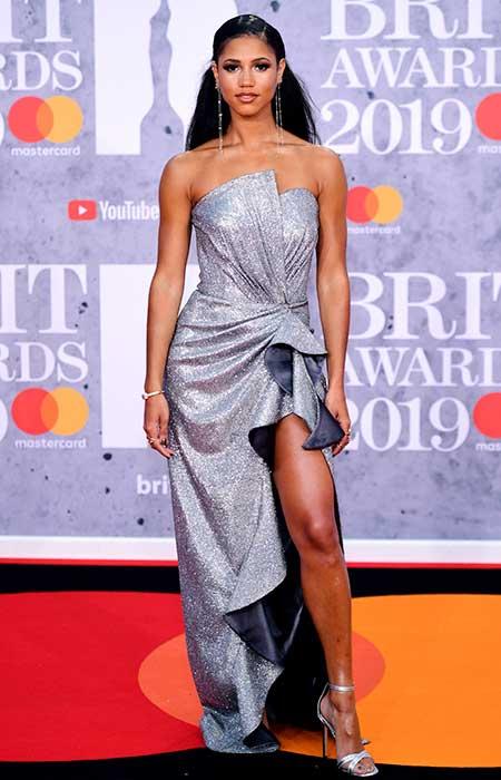 gaun-terbaik-brit-awards-2019 DJ Vick Hope
