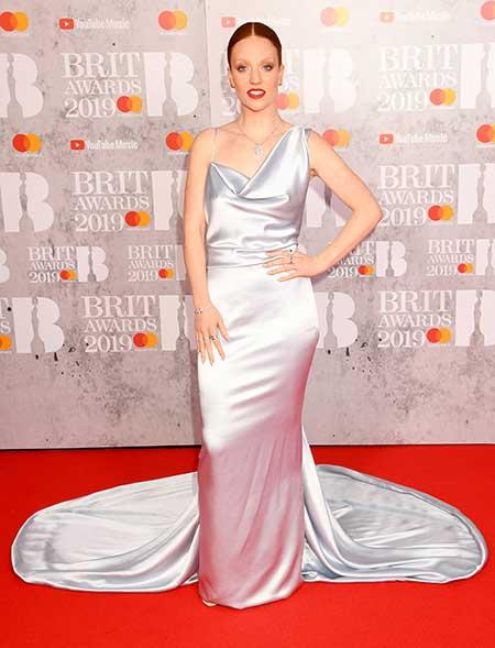 gaun-terbaik-brit-awards-2019 jess glynne