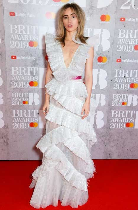 gaun-terbaik-brit-awards-2019 suki waterhouse