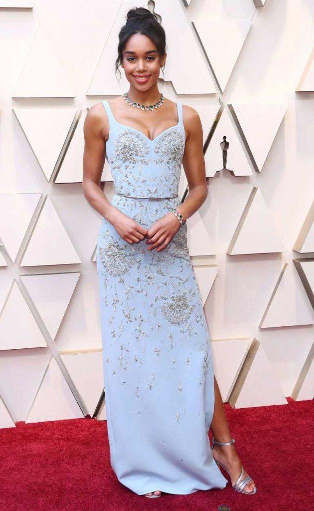 gaun-terbaik-oscar-2019-laura harier