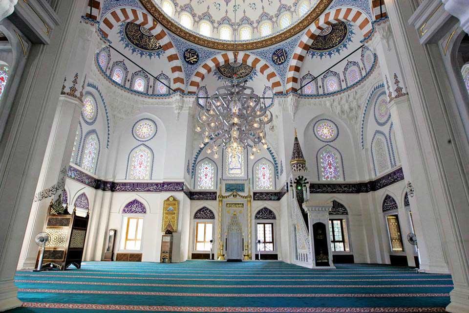 syahrini-akad-nikah-di-masjid camii tokyo 1