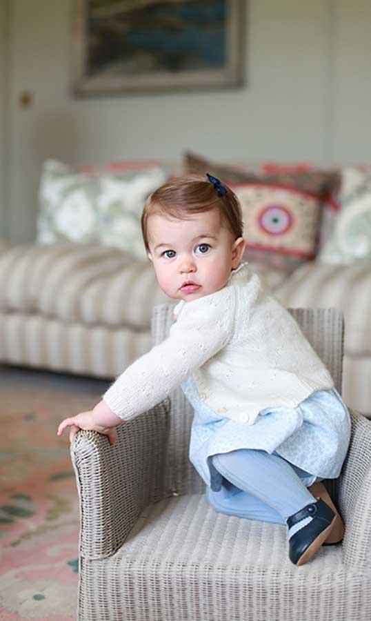 foto-ulang-tahun-pertama-putri charlotte