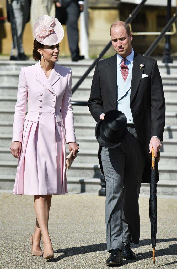 baju kate middleton pink di buckingham garden party