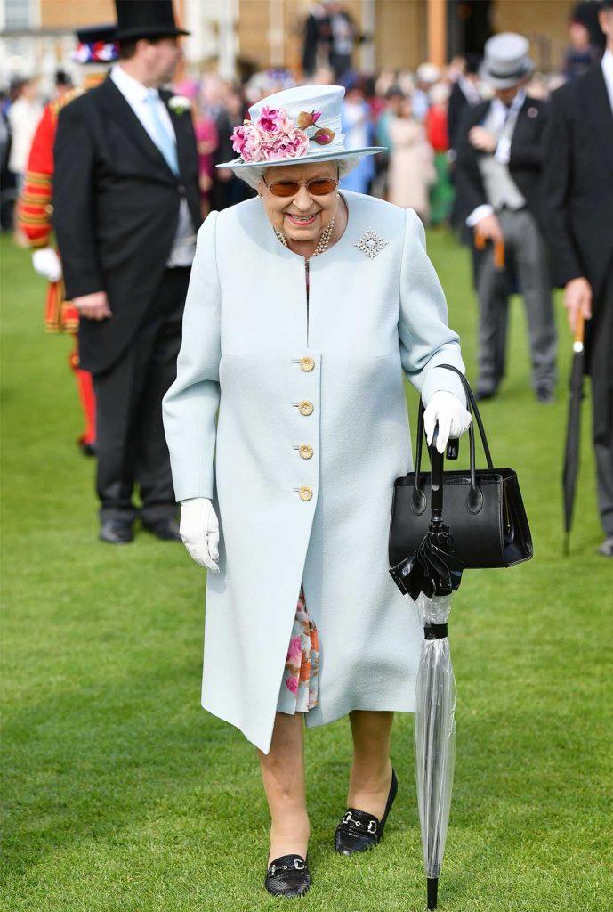baju ratu elizabeth di buckingham garden party