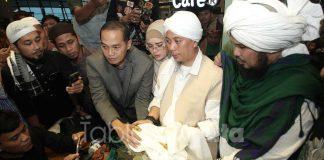 opick-punya-rambut-nabi-muhammad (2)