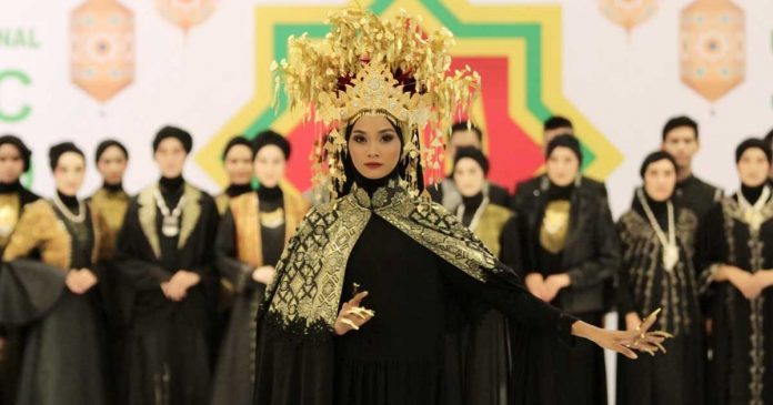 tenun-dan-songket-di-new-york fashion week ann mariana