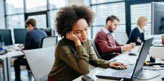 tanda-stres-karena-pekerjaan