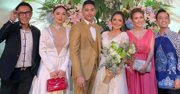 2 Tingkah Tak Sopan Zaskia Gotik di Pernikahan Siti