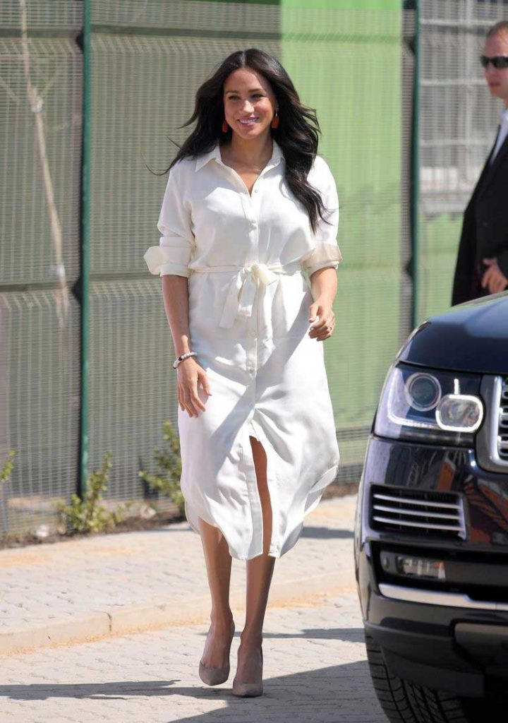 gaun-putih-meghan-markle-di-afrika