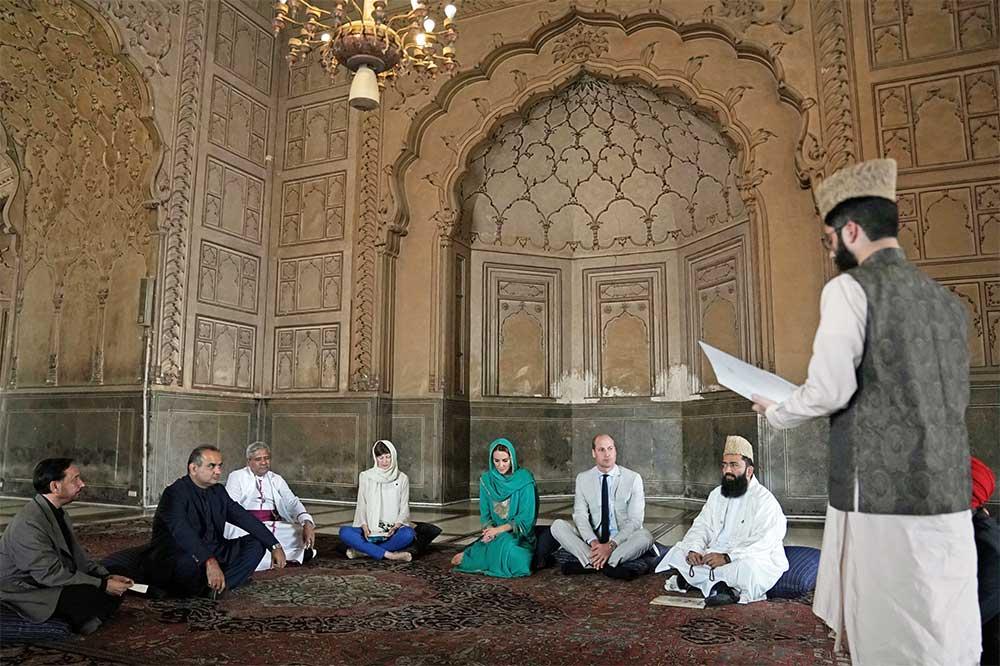 kate-middleton-di-masjid-lahore