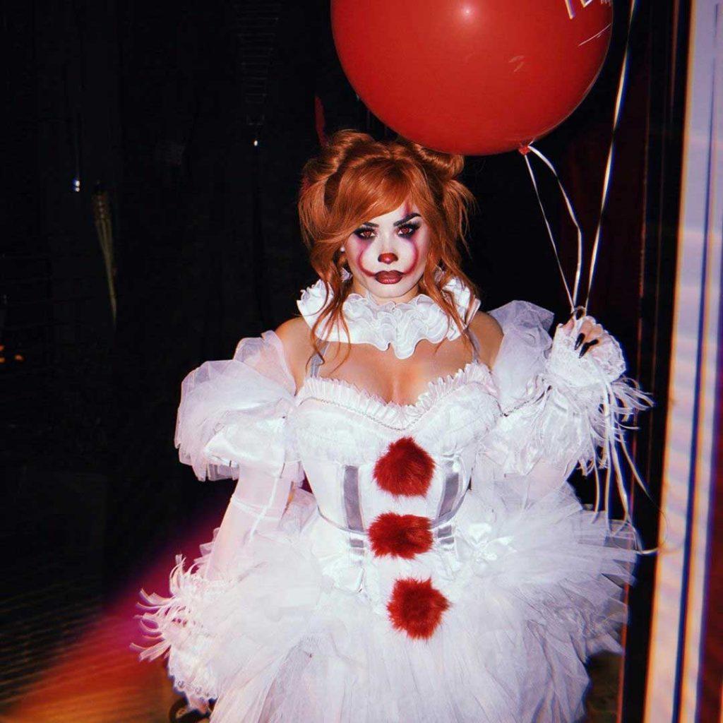 kostum-halloween-demi-lovato-sebagai-pennywise