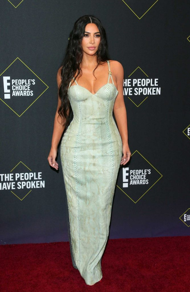 kim-kardashian-di-people's-choice-awards-2019