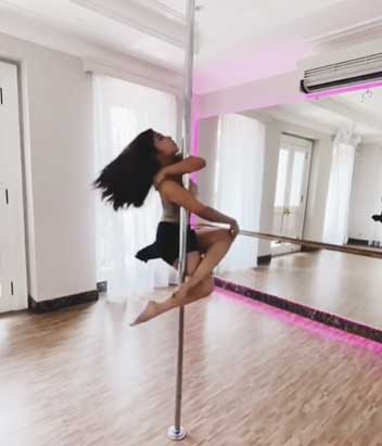 nikita-willy-pole-dance-1