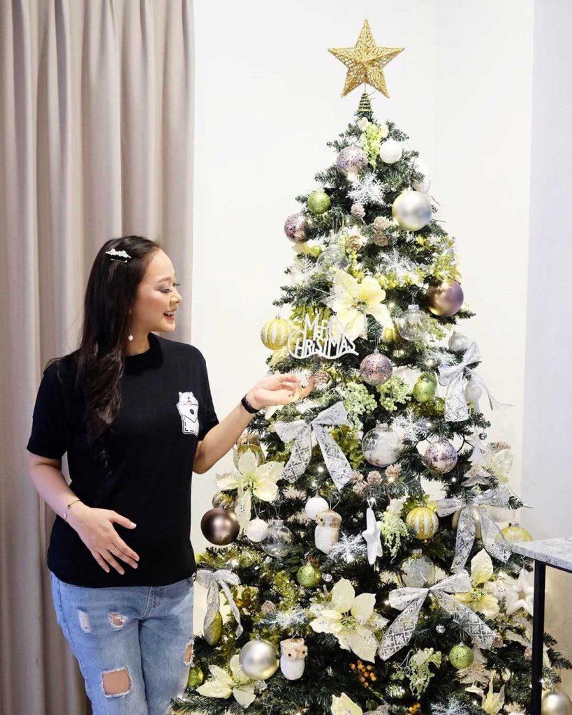 pohon-natal-artis-yuanita-christiani