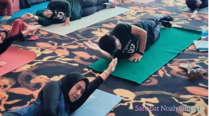 ariel-noah-olahraga-yoga