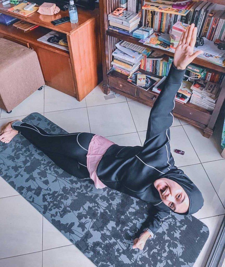 zee-zee-shahab-olahraga-yoga