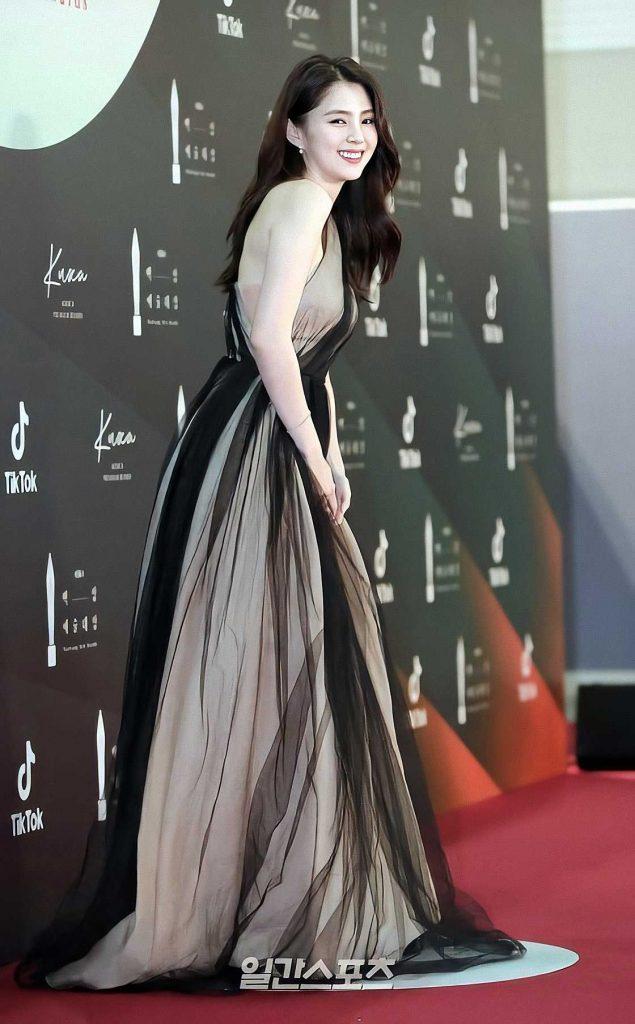 gaun-han-soo-hee-dispatch-baeksang-awards
