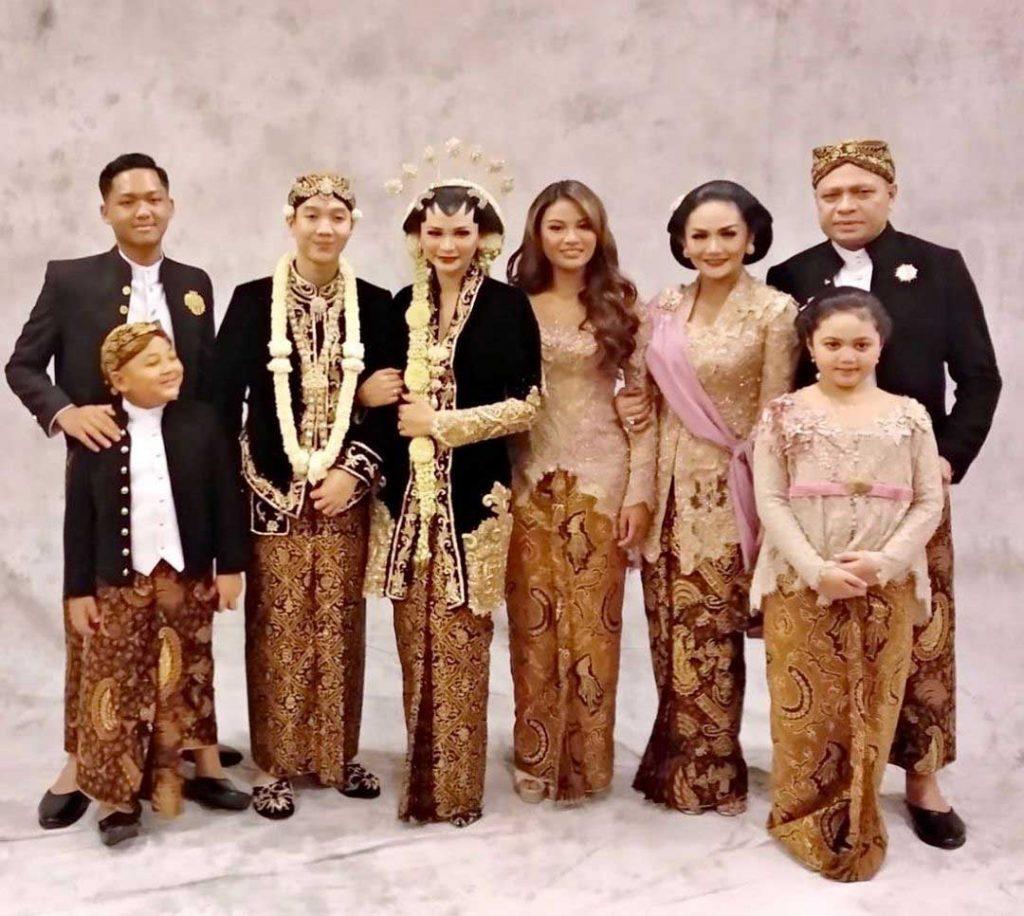 anak-krisdayanti-pakai-baju-adat-artis