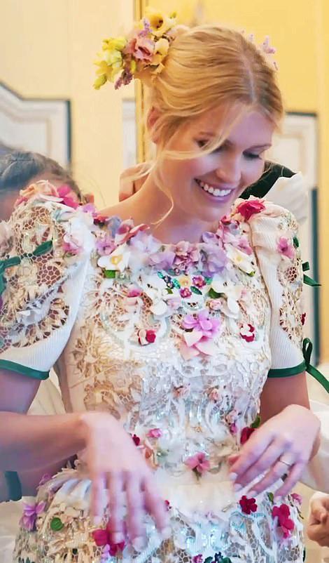 gaun pengantin pernikahan kitty spencer lady