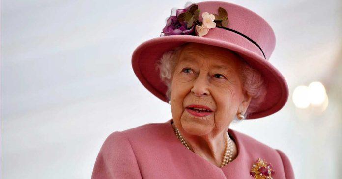 kembaran ratu elizabeth ii imelda staunton the crown 5 (2)