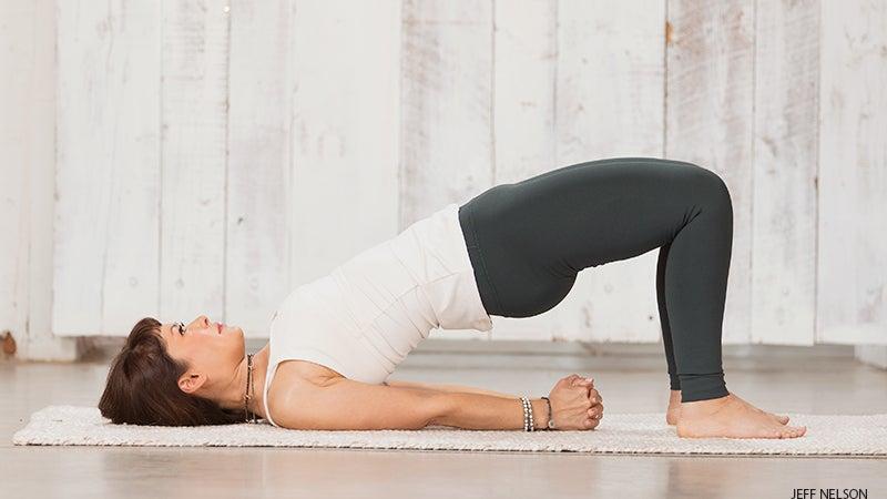 posisi bridge cara olahraga perbaiki postur tubuh
